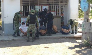 En Culiacán se enfrentan militares y presuntos delincuentes