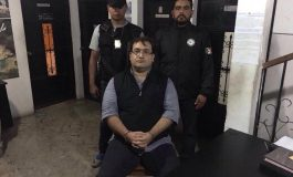 """Guardias """"maltratan y acosan"""" a Javier Duarte en penal de Guatemala: abogado"""