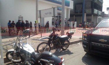 Detienen a presunto asaltante a las afueras de banco en Carretera a México