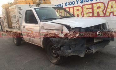 Repartidor de gas choca contra camioneta