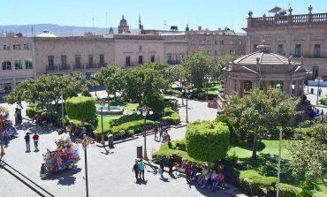 Mantenimiento continúo en plazas y calles del Centro Histórico