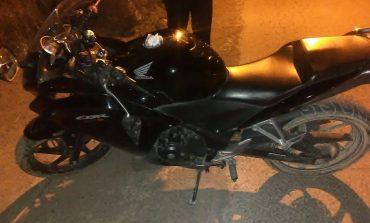Detienen a joven en posesión de motocicleta con reporte de robo en Villa de Pozos