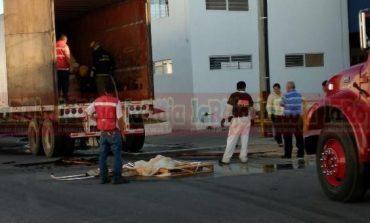 Caja de trailer se incendia en la Zona Industrial