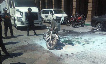 Moto patrulla estatal se incendió en Zona Centro