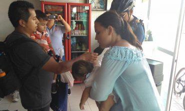 Municipales auxiliaron a familia que extravió cartera