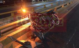 Motocicleta impacta contra vehículo en SNM