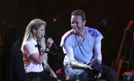 Chris Martin de Coldplay canta en español con Shakira