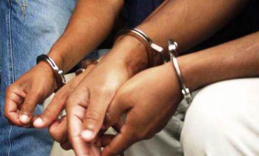 Detienen a dos por robo en casa habitación en El Rosedal
