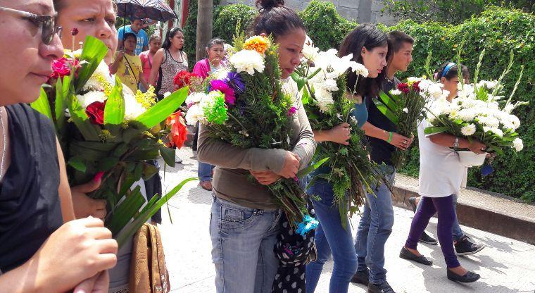 Familiares de víctimas del socavón rechazan 2 mdp