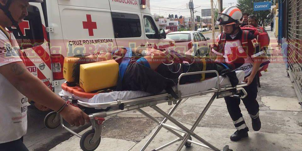 Hombre resulta con fracturas al caer de techado en Himno Nacional