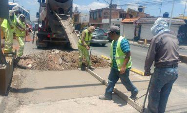 Ayuntamiento atiende bache de Avenida Muñoz que compete a SEDUVOP