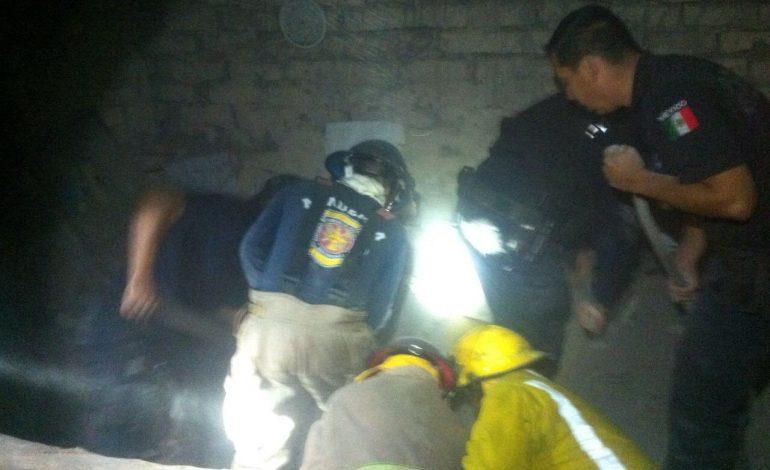 Rescatan a hombre de 65 años que quedó atrapado al derrumbarse su habitación