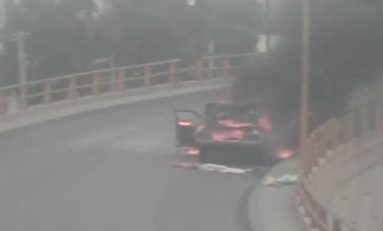 Se quemó un auto en Puente Valladares