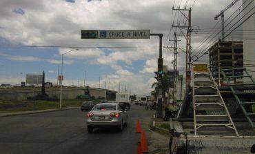 Reparan semáforo peatonal frente al CREE