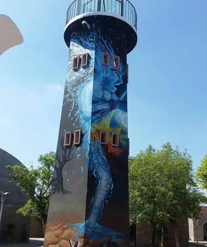 Con un demonio del hielo, grafitean la torre de vigilancia del Centro de las Artes