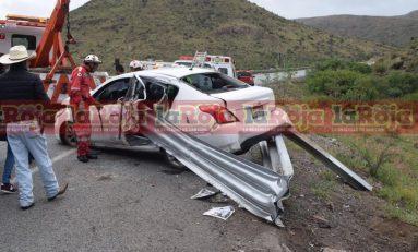 Accidente mortal en la 57, conductor pierde la vida al incrustarse contra barrera de protección.