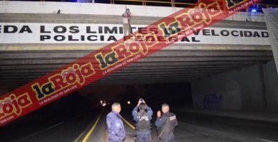 Dejan cuerpo ejecutado y colgado en Puente de Periférico y Matehuala