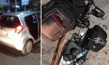 Conductor de Uber denunciado en redes sociales por robo, regresa pertenencias a reportero y justifica que se fue porque taxistas lo acosaron