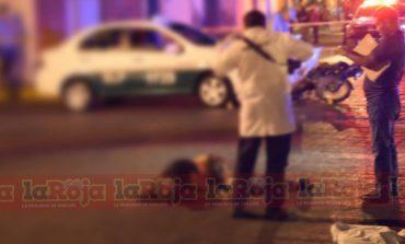 Motociclcista pierde la vida al chocar contra un taxi