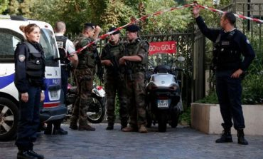Coche atropella a varios militares cerca de París; hay seis heridos