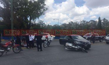 Choque entre repartidor y vehículo en Avenida Carranza
