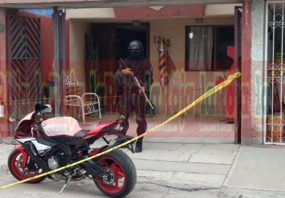 Asesinan a dos personas en uña barbería en Pavón