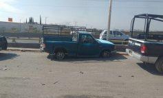 Chocan, desvalijan y abandonan auto en Periférico