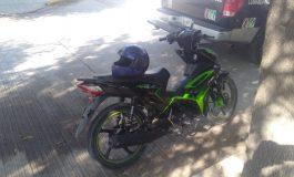 Pescan a menor de edad en motocicleta robada