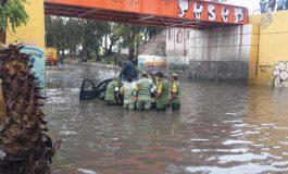 3 vehículos fueron auxiliados por inundación en Puente Naranja