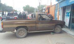 Abandonan camioneta con reporte de robo en Carretera a Zacatecas