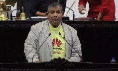 Diputado llega a Congreso de Hidalgo con playera del América