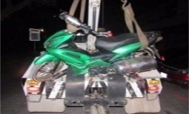 Aseguran a joven por conducir motocicleta con reporte de robo