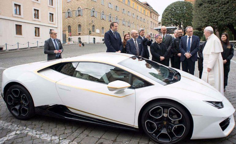 Lamborghini regalado al Papa Francisco será subastado para beneficiencia