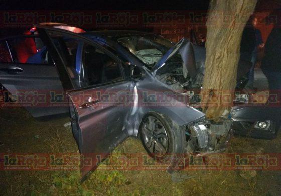 Impacta auto contra árbol camino a San Pedro, cuatro lesionados