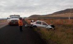 Vuelca auto en Carretera 57, un lesionado