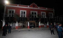 Ciudadanos queman Presidencia Municipal por frustrar secuestro de delincuente