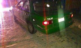 Detienen a sujeto que a bordo de taxi se dedicaba al robo de tiendas Oxxo