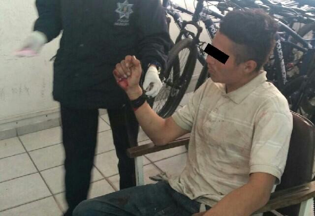Detienen a sujeto que con arma blanca amenazaba a transeúntes en Zona Centro