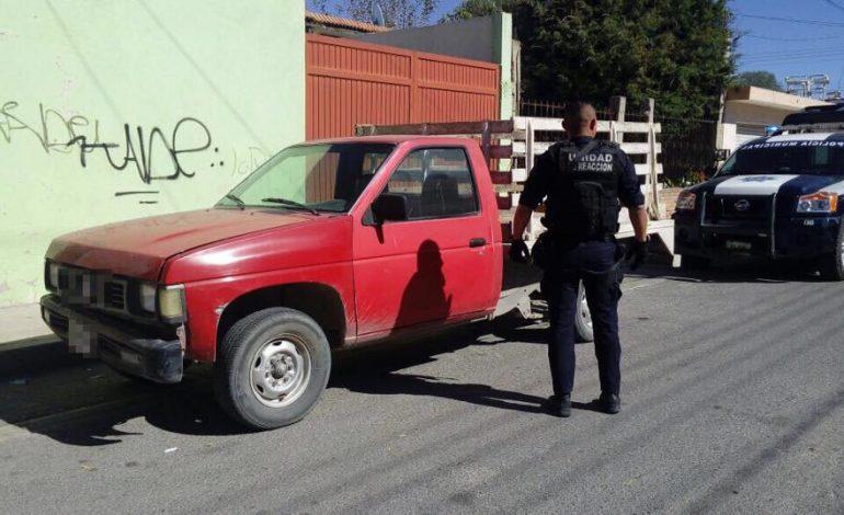 Localizan camioneta con reporte de robo en Pavón
