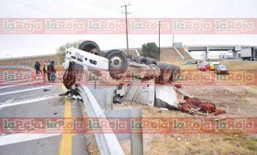 Vuelca tráiler en Libramiento Oriente; conductor resulta lesionado