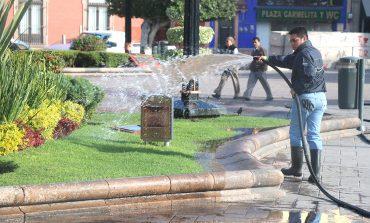 Dan mantenimiento a áreas verdes cerca de iglesias para este Miércoles de Ceniza