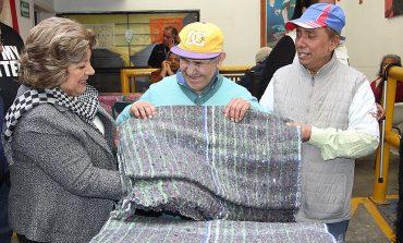 DIF Capitalino entrega ropa abrigadora en La Pila, Bocas y Villa de Pozos