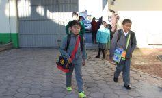 Recorren entradas y salidas en planteles educativos, por intenso frío