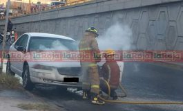 Auto se incendió en Carretera a Rioverde