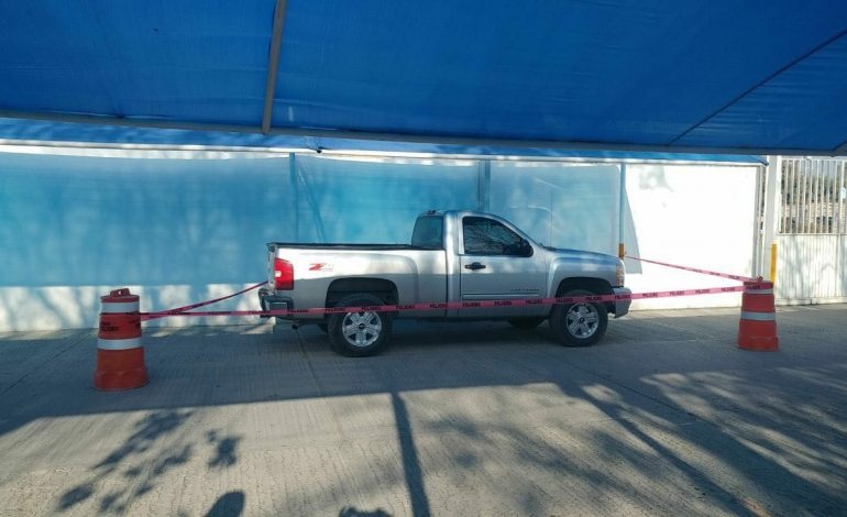 Evacuan escuela por presencia de camioneta con hombres sospechosos