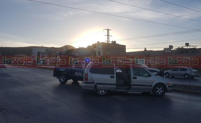 Aseguran camioneta ligada a robo de domicilios, los presuntos lograron huir