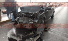 Aparatoso choque en Carretera a Matehuala, un lesionado y daños materiales