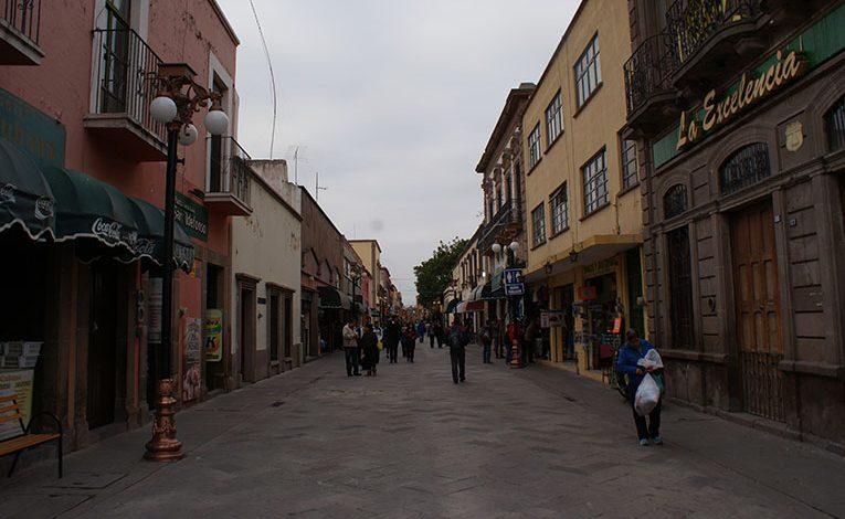 Continua la reparación y sustitución de rejillas en Pasaje Zaragoza