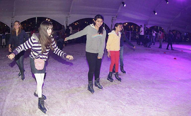 Invitan a visitar la pista de hielo en su ¡último fin de semana!