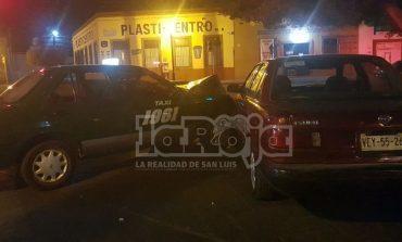 ¡Se brincó la roja! impactó contra auto en Reforma